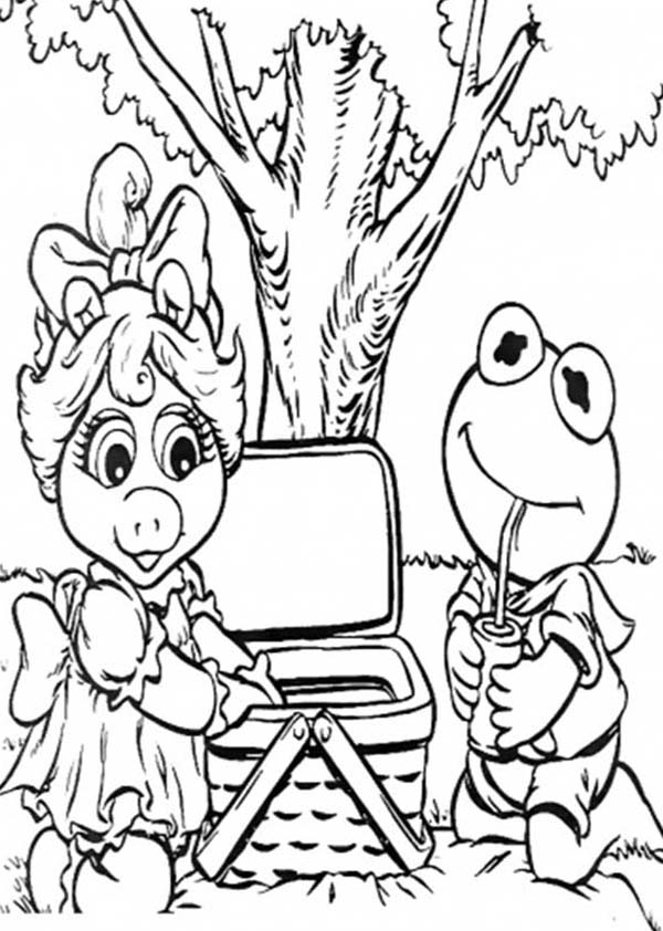 kermit and ms piggy picnic coloring page - Piggy Coloring Pages
