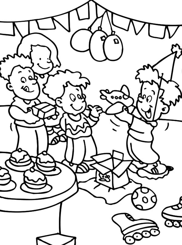 Opening Present at Birthday Party Coloring Pages - NetArt